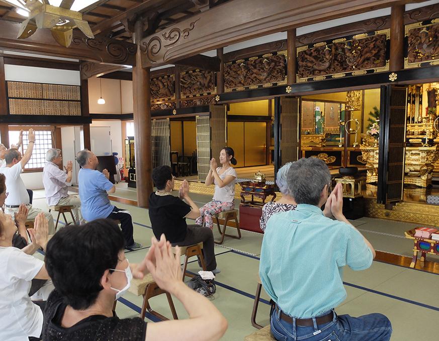 西来寺 寺ヨガ